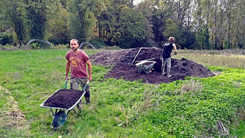 Brouettes de compost - Ferme de Videau
